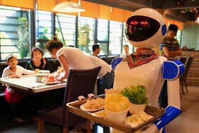 """日本酒店""""大升级"""",机器人服务客人,一秒钟切换八国语言"""