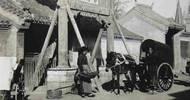 老照片:清末的北京,书社门前的员工大都是少年