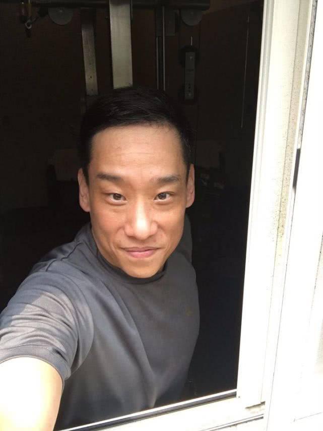 原创 男星战胜淋巴癌后4个月成功减肥50斤,变身型男成健身房代言人