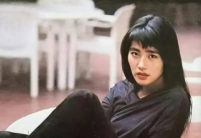 和林青霞同时闯香港的美女,赢过张曼玉,输给王祖贤,已隐退十年