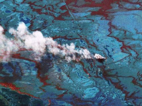 """美軍艦突發""""泄漏"""",超過13噸柴油涌入大海,官方回應污染問題"""