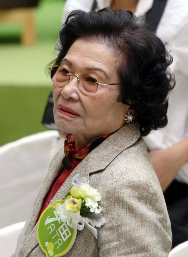 原创香港最大的隐形女富豪,花4百亿租一块地50年,两栋楼年收租百亿