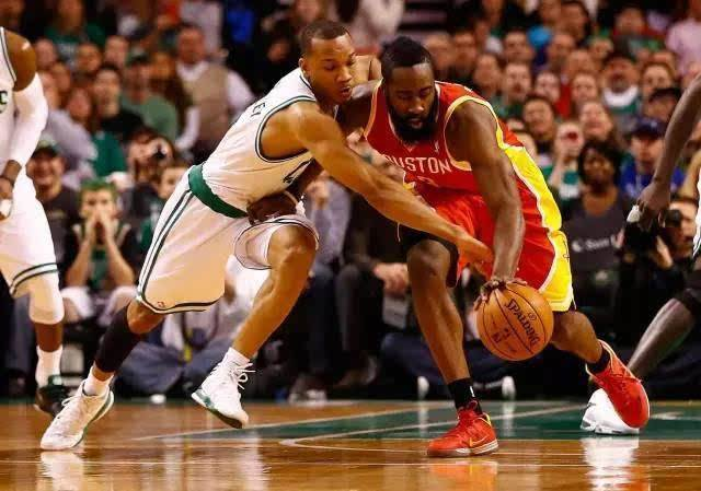 关于篮球新手来说应该如何提高篮球跑位认识
