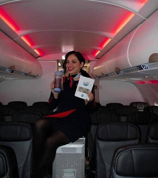 原创头等舱空姐长得像梅根,穿衣打扮模仿她,还想扮演梅根传记的主角