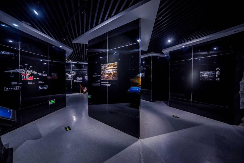 「水晶宫」《西游记》东海水晶宫:中国唯一水晶主题博物馆,