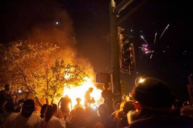 8月26美国70余城爆发抗议活动,双方