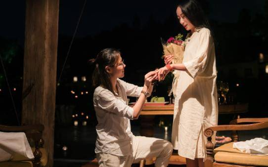 原创 杨丽萍爱徒水月结婚,同性婚姻获亲友祝福,婚礼眉眼之间尽是甜蜜