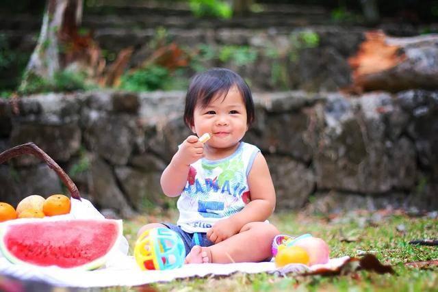 国内首个儿童零食标准公布有这几种成分的食品千万不要给孩子吃