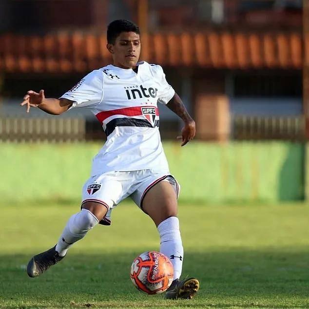 巴萨本月将签19岁巴西小将 经纪人