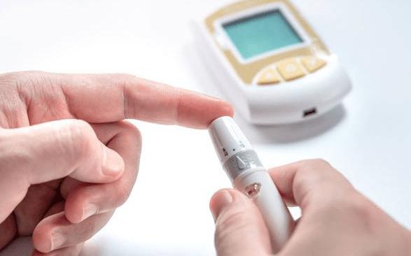 糖尿病是吃糖吃出来的吗?并不是,有些事遗传,儿童都可能发病