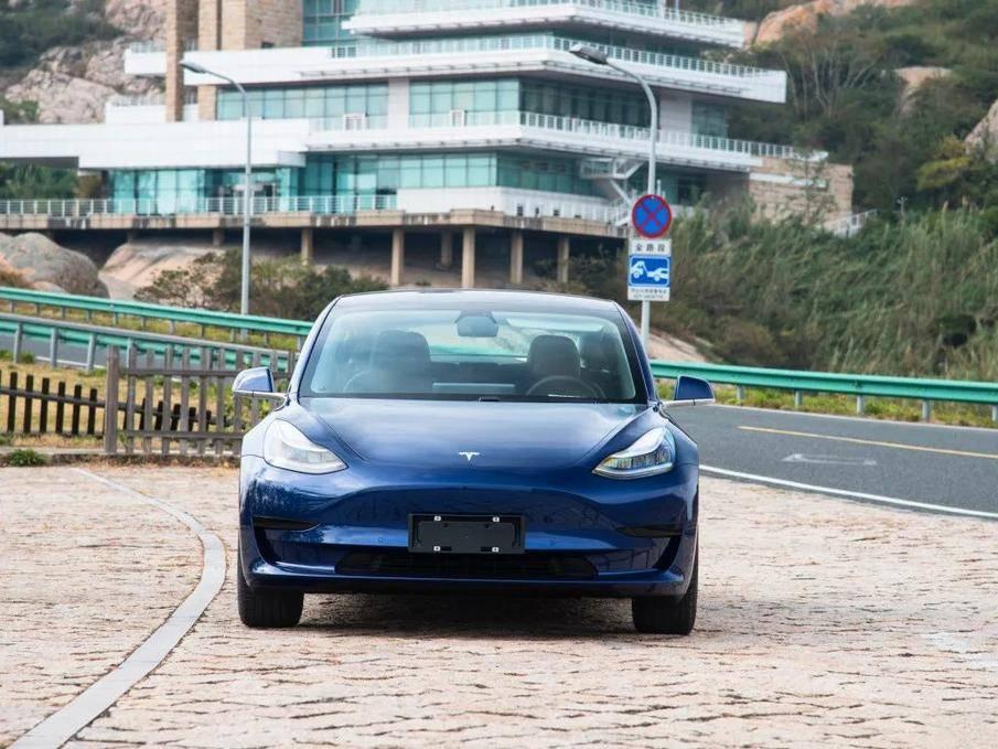 买新能源中型车的人除了续航之外,更注重这几点!