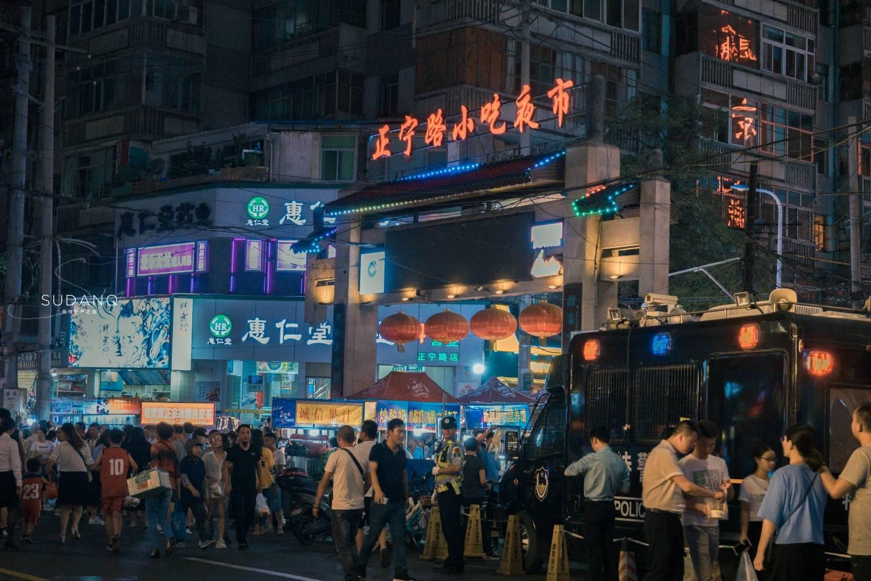 国内最好逛的地摊夜市:兰州正宁路,中国六大夜市之一