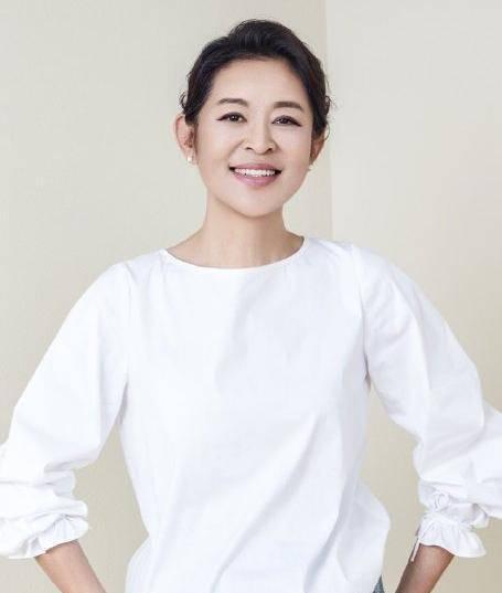 倪萍分享包子公式:灵魂出人意料 但网友说她的文案是相声
