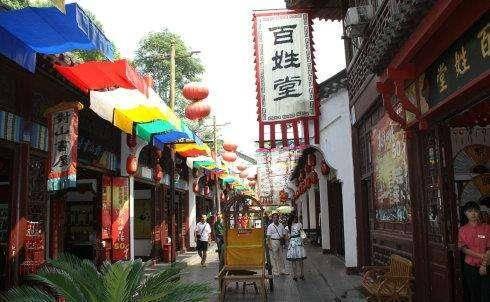 武汉城区唯一的人造古街,不足百米,备受欢迎,就在武昌区