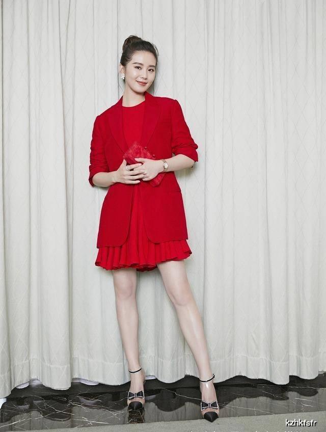 原创刘诗诗不愧是天鹅颈美女,穿卡其风衣渣图都惊艳出众,比精修还美