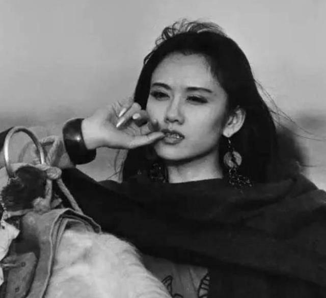 原创很意外,批评杨丽萍不生孩子的,居然是个女人