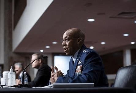 98票全票通过!美国史上首位非裔空军总参谋长,美民众:看到希望