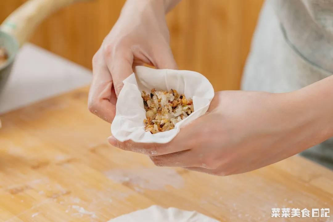 这顿早餐好吃又省心 可以用饺子皮来做!