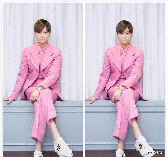 原创李宇春出席活动,一身粉色西装惊艳干练,网友:帅气程度堪比男星