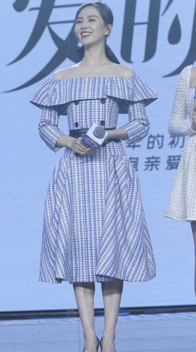 原创             刘诗诗久违现身!穿一字领连衣裙秀完美天鹅颈,笑容甜美气质突出
