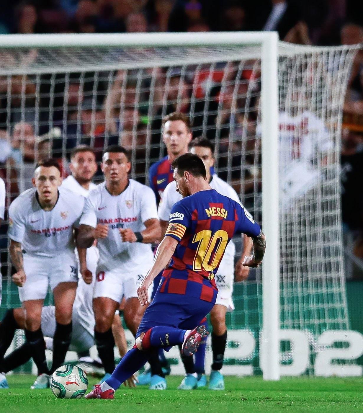 苏亚雷斯被铲倒后他怒推对手 无愧球队领袖