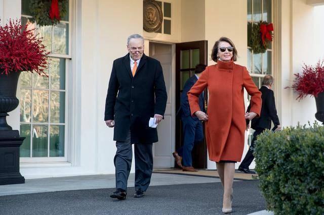 原创 美议长佩洛西带货的时尚口罩火了,做定制口罩的裁缝接订单接到手软