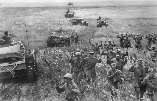 希特勒为什么还没搞定英国,就进攻苏联,难道不怕两线作战吗?_德国新闻_德国中文网