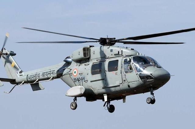 拉达克地区,一架北极星直升机突然坠毁,印军出动装甲车赶往救援
