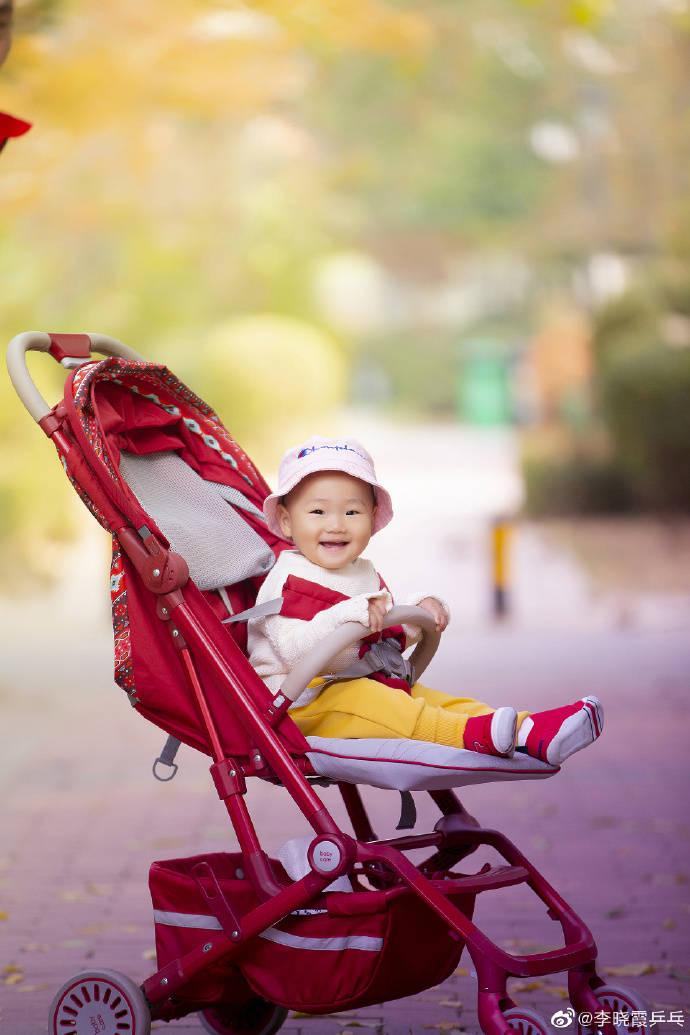 李晓霞主动晒孕肚宣布怀二胎!大女儿20个月大,深情告白丈夫孩子