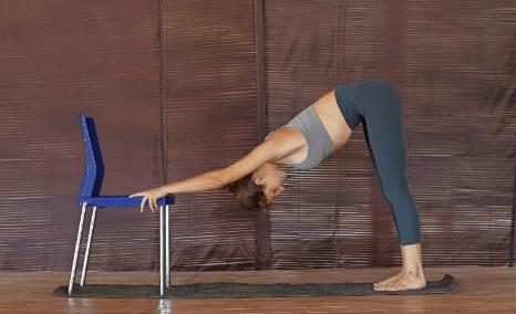 脊柱最怕久坐!一套椅子瑜伽轻松缓解脊背疲劳感,初学者必备_上身 知识百科 第7张