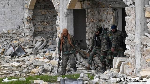 大批叛军强势反扑,重型装备攻入叙军防线,激战一夜后分出胜负