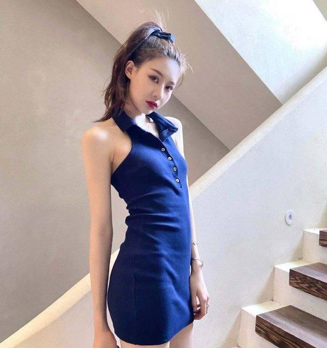 温婉身着蓝色裙好有气质,就连后背都很美很漂亮,完全就不输娱乐圈明星了