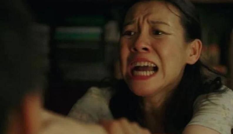 """《隐秘的角落》中单亲女人的悲哀,不外乎孩子、家庭和""""少女心"""""""