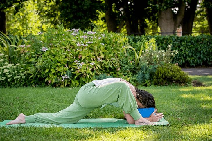 学会这套阴瑜伽体式,助你舒缓身心提升气质,很适合女人练习_身体 知识百科 第2张