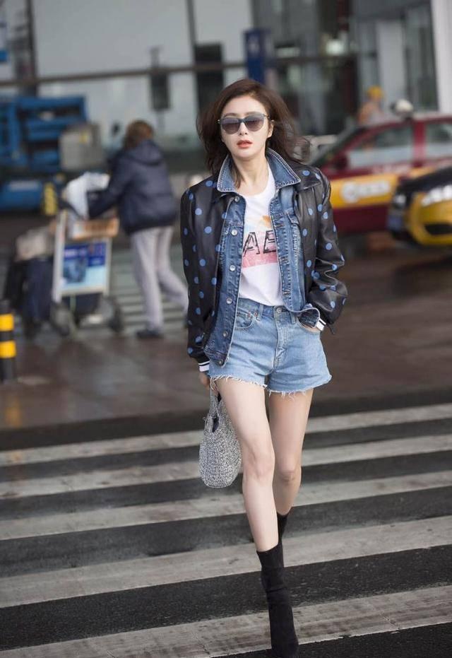 原创             40岁女人夏天不用总穿白色凹气质,看秦岚的高级色穿搭,时髦洋气