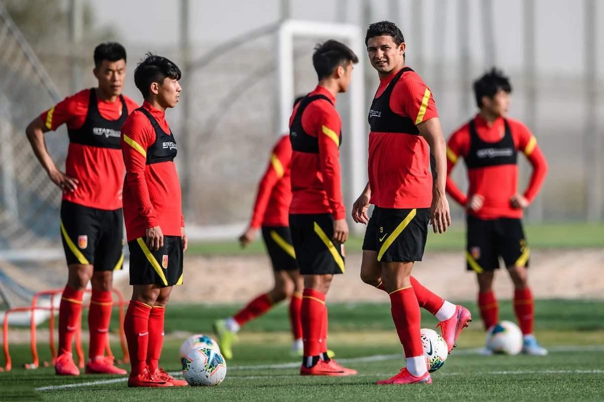 下午2点!中国足球惨遭重创:亚足联敲定国足生死战时间,世界杯悬了