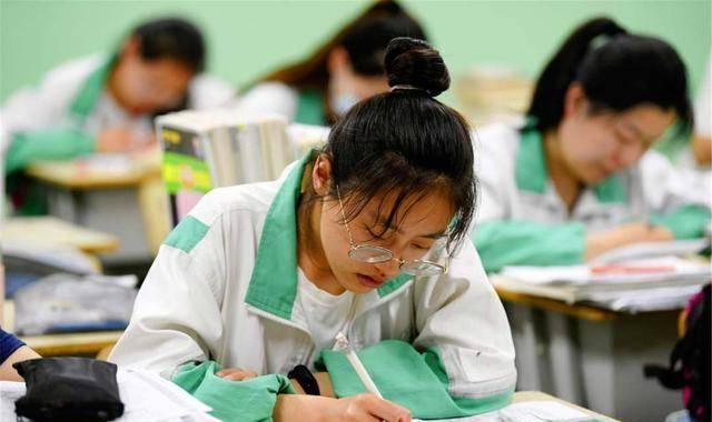 为什么高考提前5分钟发试卷?老师:这5分钟赶紧做好这3件事