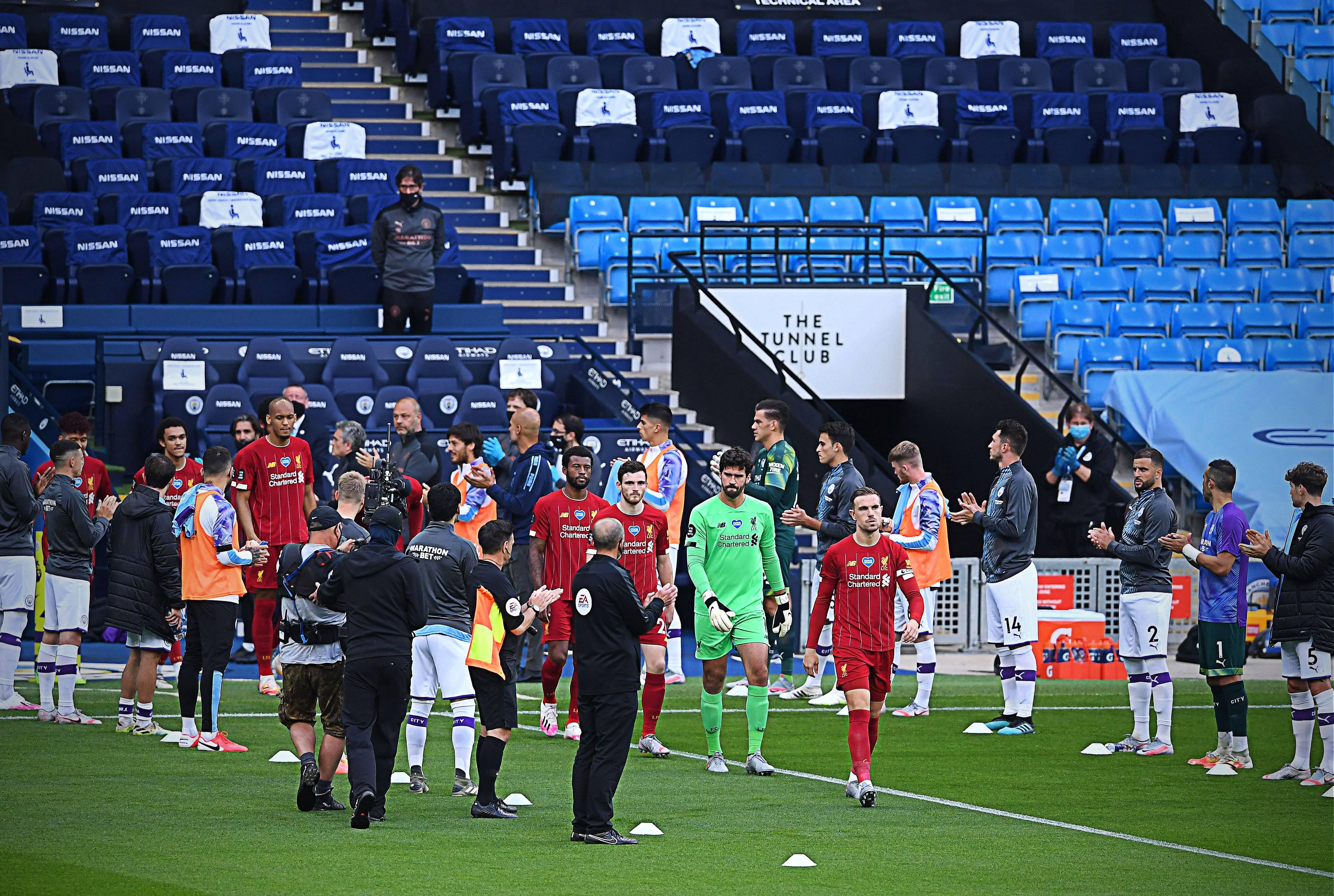 利物浦荣耀时刻!曼城两侧列队鼓掌 恭迎英超新