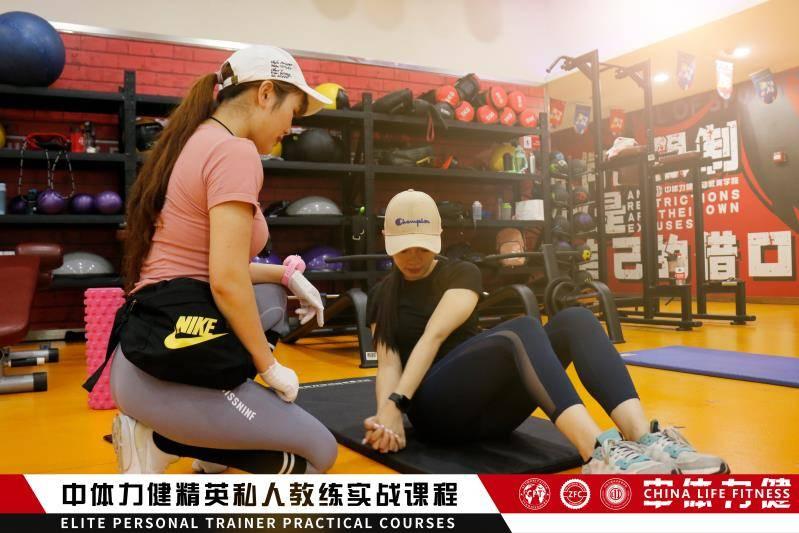 仰卧撑的正确姿势是什么_锻炼
