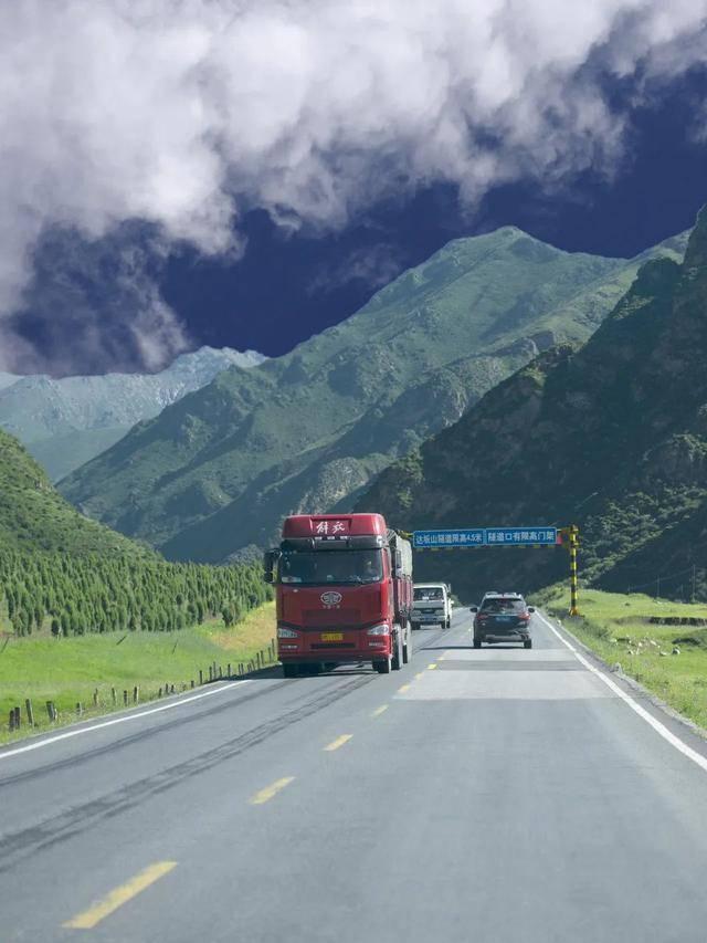 又一绝色国道刷屏朋友圈!霸占大西北半壁精华美景