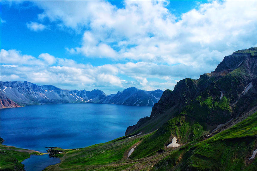世界最深的高山湖泊位于吉林,16座山峰环绕,十人九不遇充满神秘