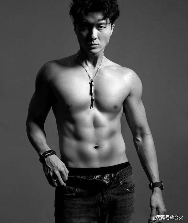 TVB知名演员王浩信37岁生日晒腹肌,老婆陈自瑶发文怒骂小三绿茶