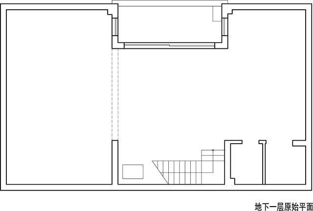 ▲地下室原始平面图和平面布置图对比   ▲设计师平面布局构思:   地下室定位为家庭的休闲空间并融入储物功能,共分为三个开间部分,家庭影院和食品储藏间位于左边,中间是桌球台和男主人的天井健身区,右边紧靠楼梯的部分是洗衣及储藏保姆间等服务功能区,这部分在设计