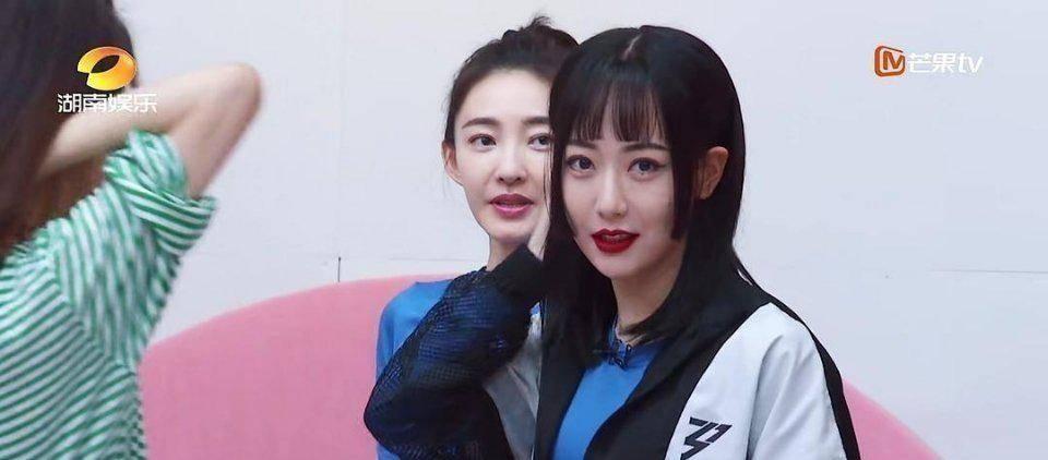 宁静看到白冰齐刘海的反应搞笑 活脱脱就是看到女儿换新发型的妈妈