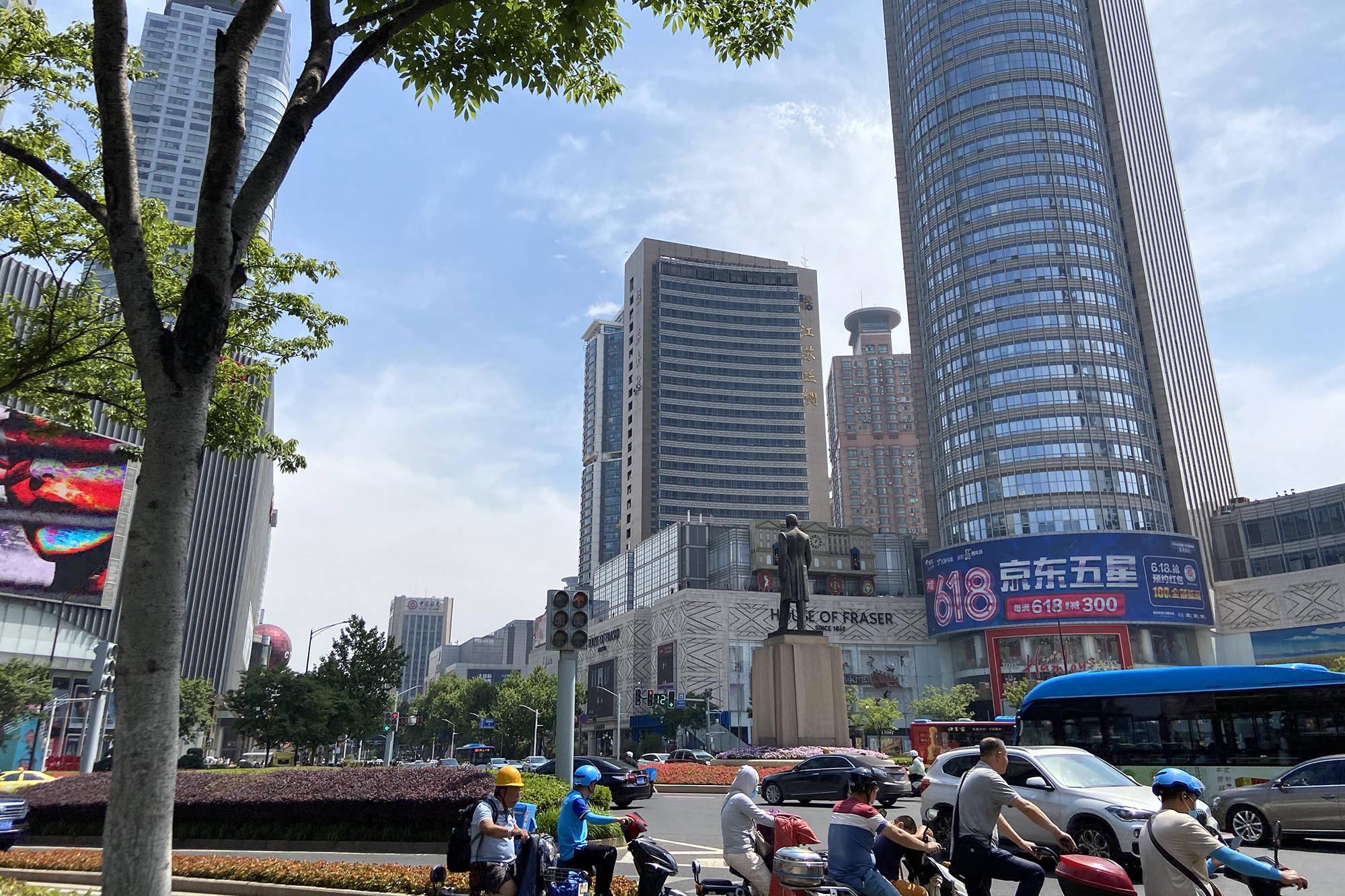 """南京最长的一站地铁,全程需要17分钟,景色却美如""""天空之镜"""""""