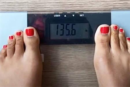 体重123斤女生,每天跳绳15分钟,8天减了6.6斤,看身材变化