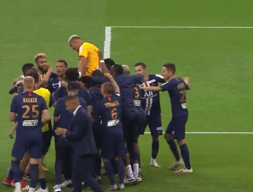 6-5!皇家马德里旧将勇猛扑点,队友把他伸出庆贺,这豪門已连夺4冠