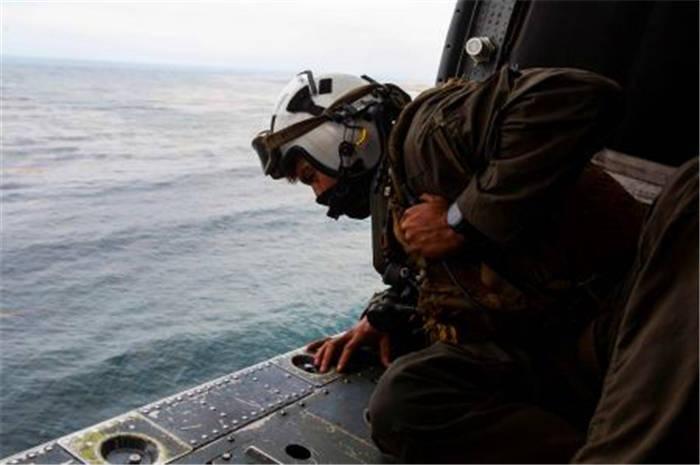 16名美军突然沉入海底!次日美国救援队终止搜救:无生还可能