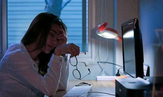 长期熬夜会致癌?到底几点睡觉才算熬夜?不用纠结以这个为标准