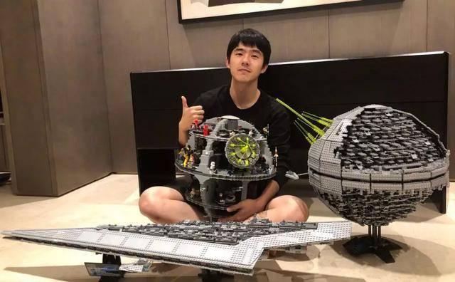 刘昊然在线交自拍作业,高清前置怼脸,颜值超绝!